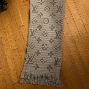 Grey Louis Vuitton Scarf